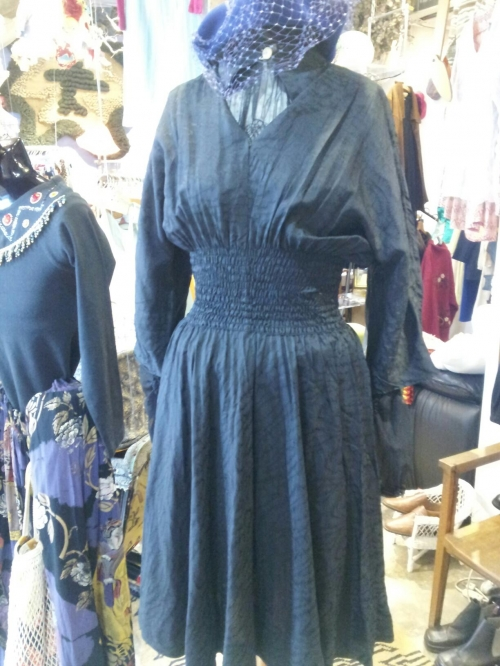 old  black dress写真