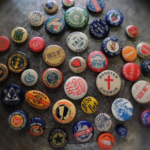 antique pinback buttons写真
