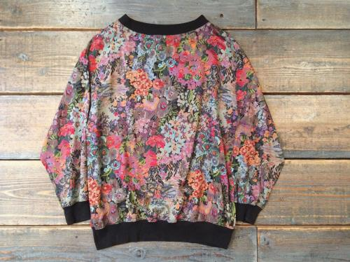 flower patterned rayon pullover.写真