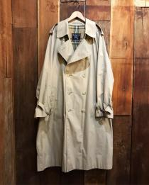 【 BURBERRY 】 Double-breasted trench coat
