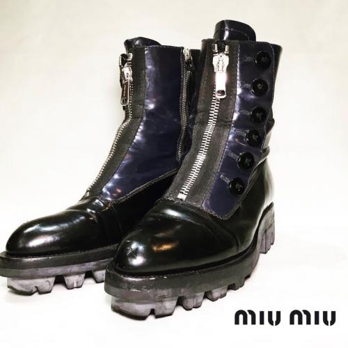 【 miumiu 】Front zip design button boots  recommend for Men.写真