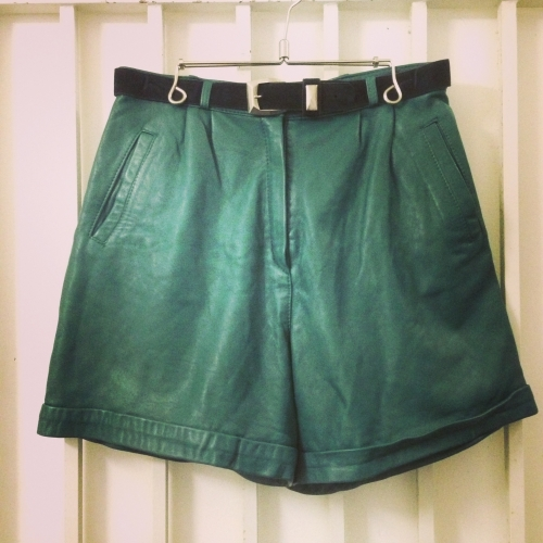 Leather tuck shorts写真
